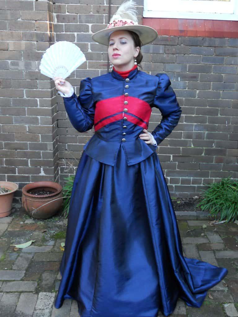 Woman in victorian era costume dressed in Mina Harker Cosplay