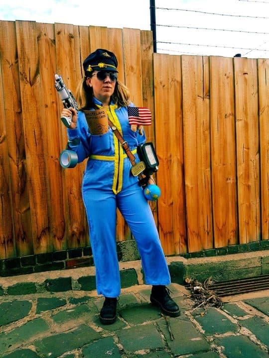 Woman Fallout wastelander cosplay